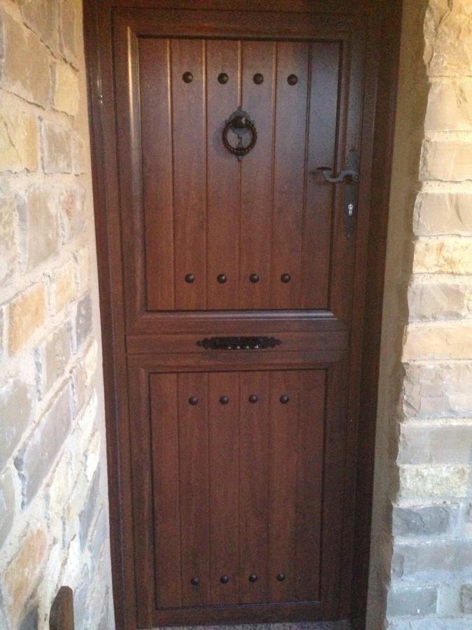 foto puerta de aluminio imitaci n madera rustica de