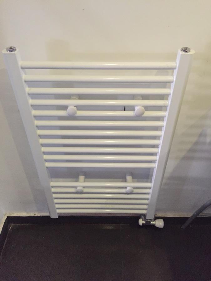 Foto cambio radiador por toallero de eco fontaneros - Cambiar radiador por toallero ...