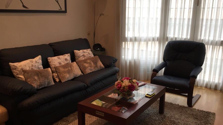 Tapizado de sofá y butaca en piel