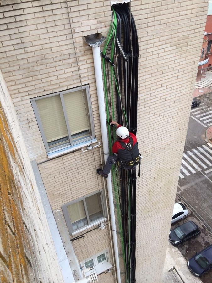 Instalación de cableado por fachadas
