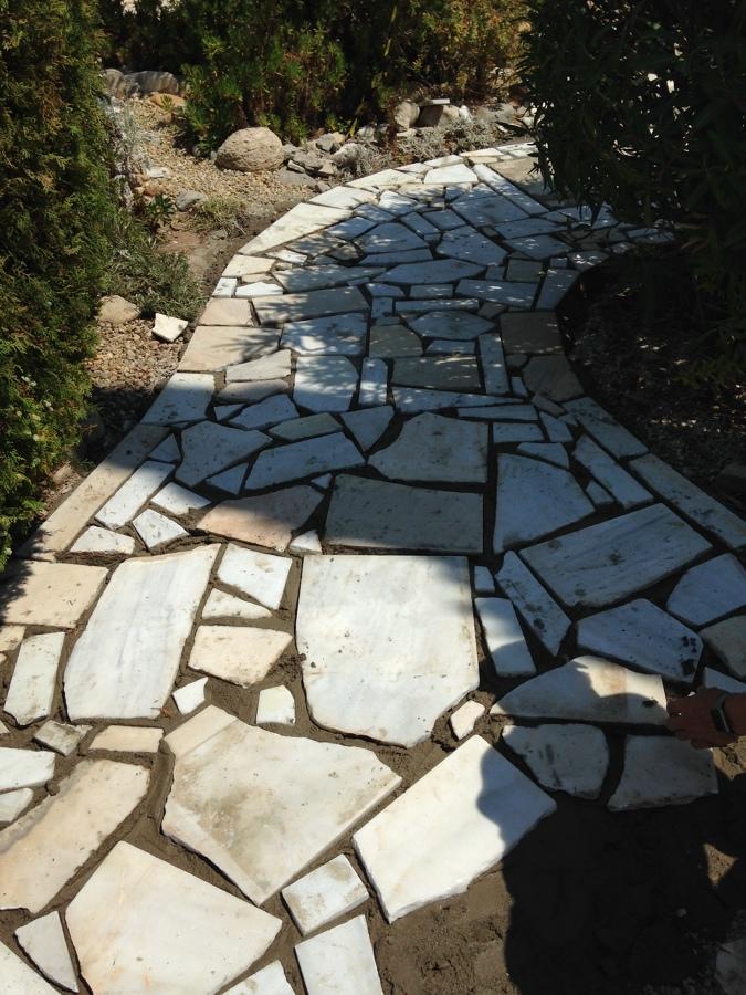 Aplicación de lajas de mármol en solera renovada