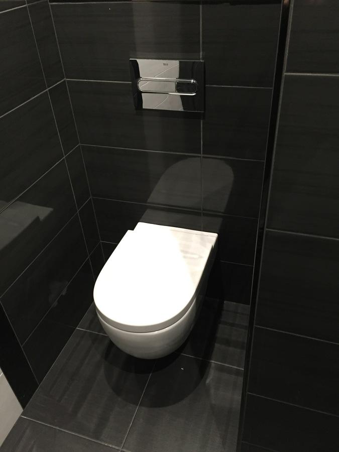 Inodoro con cisterna oculta