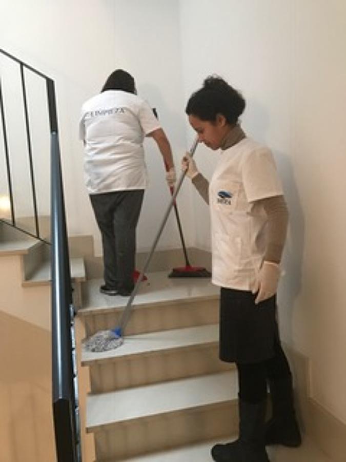 Foto limpieza de comunidad de beta limpiezas 1343159 for Limpieza de comunidades en granada