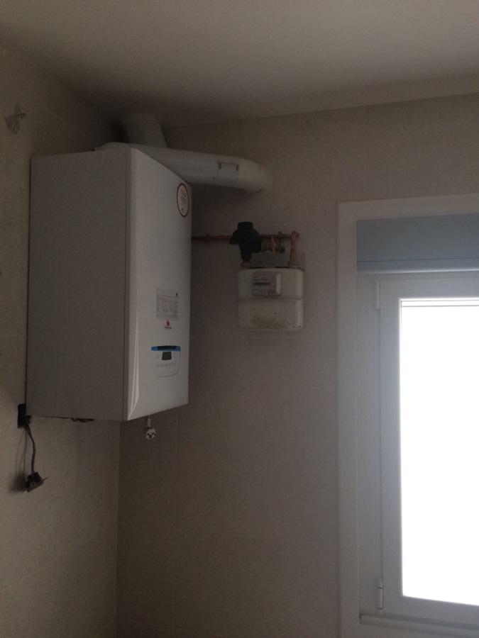 Foto caldera y gas natural de calfagas instaladores de for Instaladores de calderas de gas