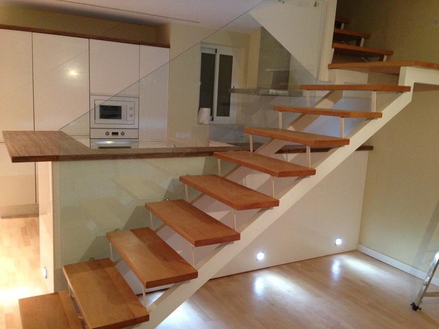 foto cocina integrada a escalera y comedor de shaco