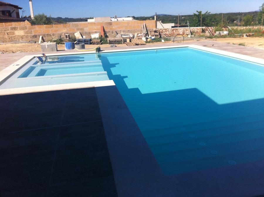 Embaldosado piscina baldosa 60x30cm blanca