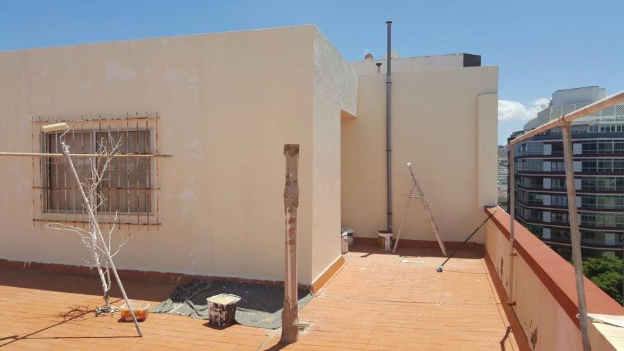 Pintura de paredes, zocalos y alrededor muros de azotea edificio