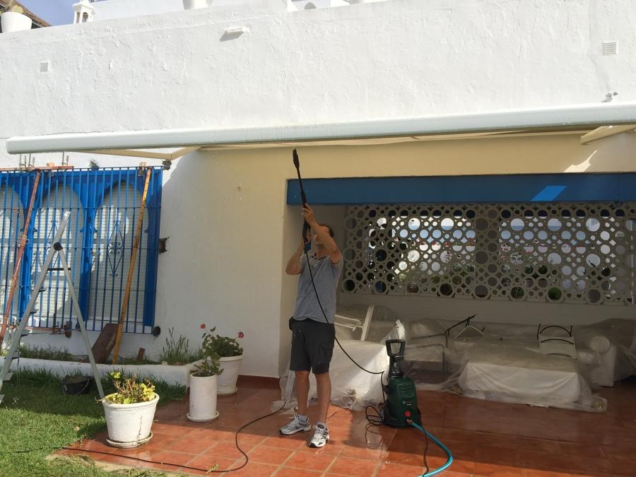 Foto limpieza de toldo en casa de la duquesa de alba de for Limpieza de toldos