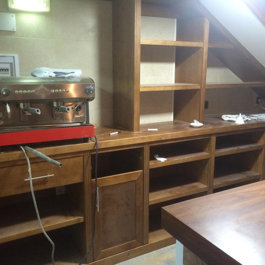 Foto: Mueble Bar Pino Teñido de Carpinteria Unai Laso #871019 ...