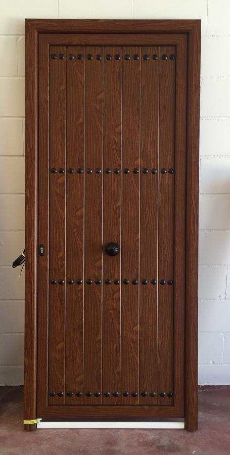 Foto puerta de entrada lacado madera teka con lamas - Puertas de entrada madera ...