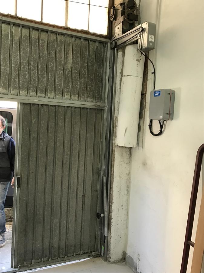 Puerta antigua de contrapesos