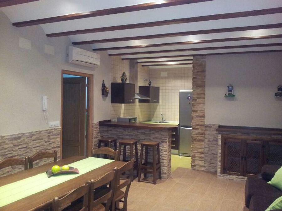 Foto interior cocina campera de hermanos terriza 1104377 for Cocinas camperas
