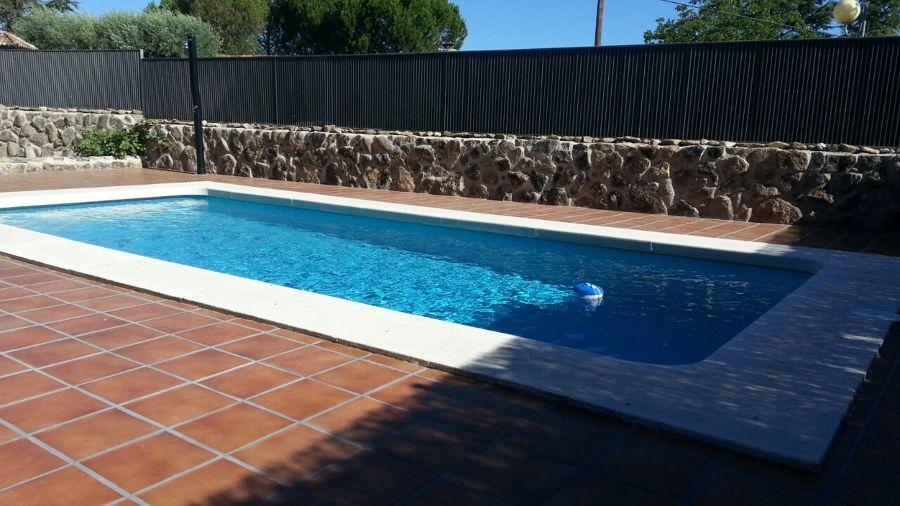 Foto piscina poliester de piscinas dama 1055499 for Piscinas poliester barcelona