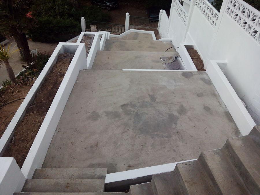 escaleras y jardineras hormign