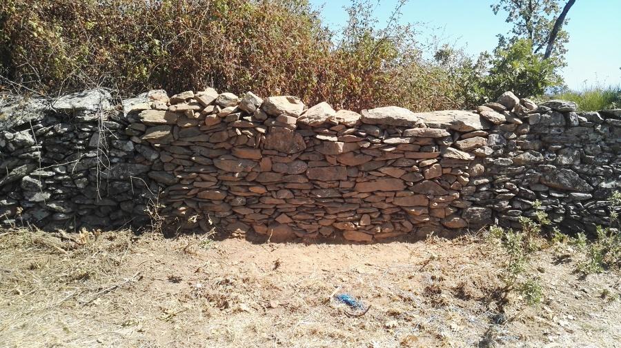 Levantamiento de pared de finca