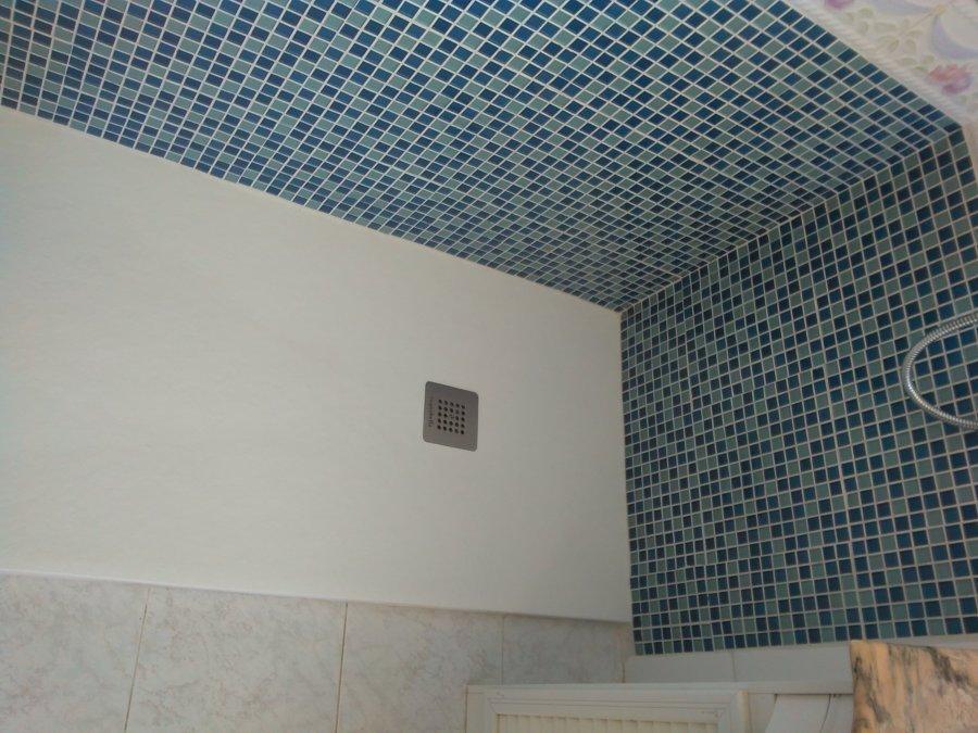 plato de ducha con azulejos gresite