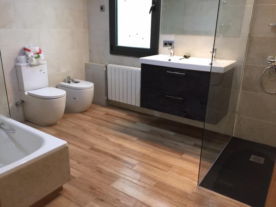 Foto armario bajo lavabo de hamete 998881 habitissimo for Bajo lavabo de obra