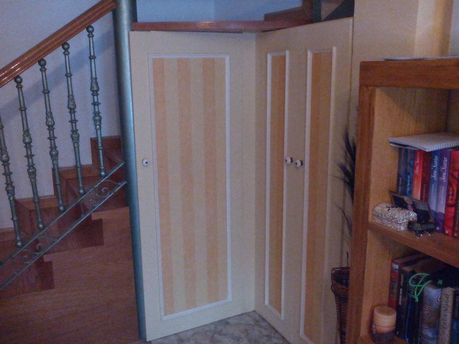 Foto armario debajo de escalera de reparaciones oscar for Armario debajo escalera