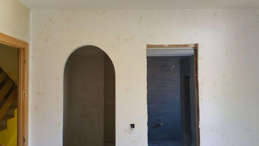 Ejecución de puerta con arco de medio punto.