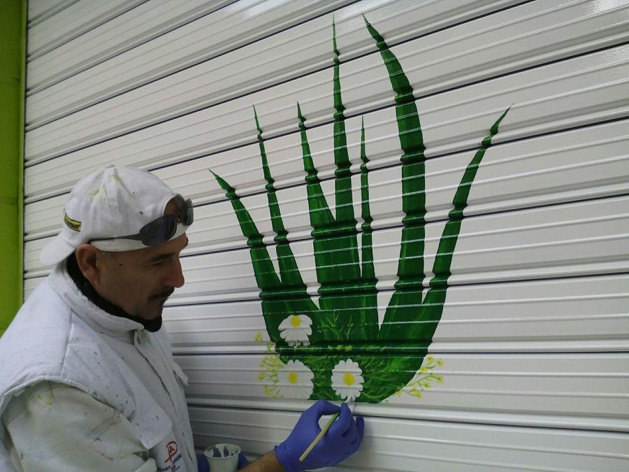 DIBUJO SOBRE PERSIANA DE LOCAL COMERCIAL