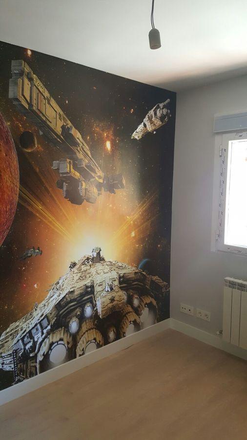 Pintura lisa en paredes y colocación mural