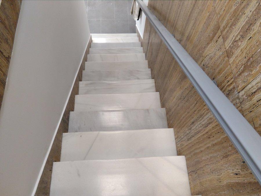 Foto pulido y abrillantado de escaleras de marmol blanco for Marmol blanco real