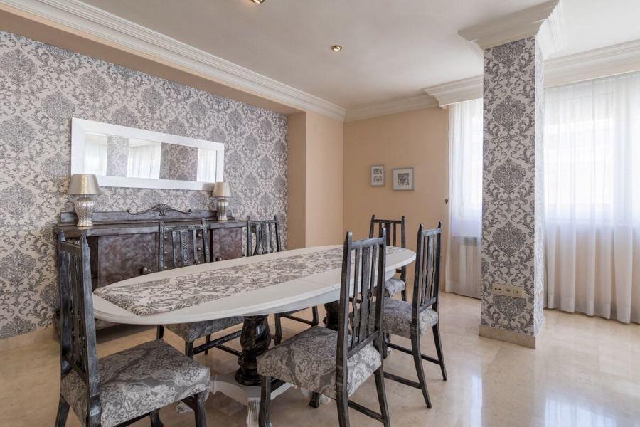 Ppael pintado y muebles restaurados