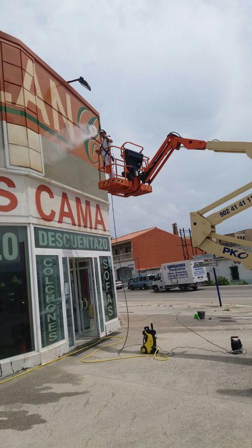 Rehabilitación de fachada de Local comercial