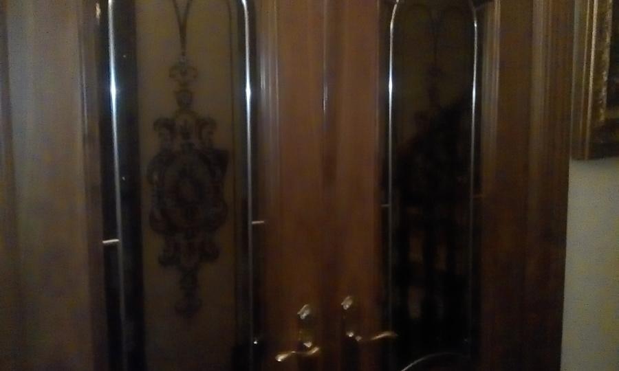 Puertas salón en madera de nogal.