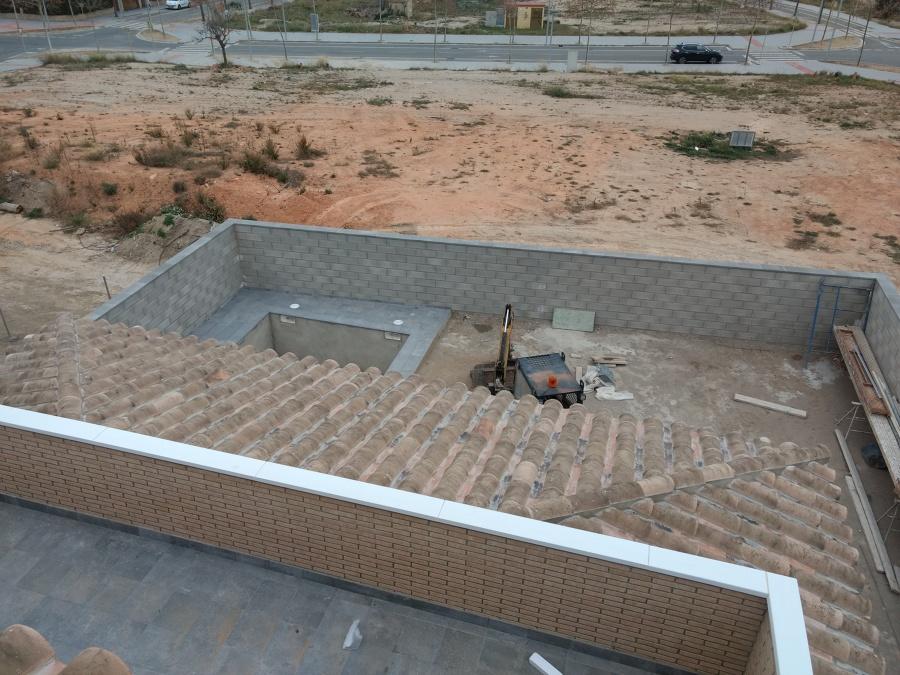 Vistas cubierta y parte de la piscina