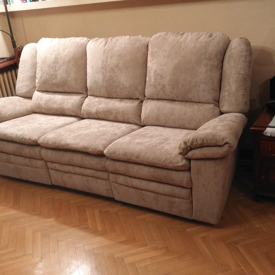 Sofá con sistema de relax tapizado en terciopelo