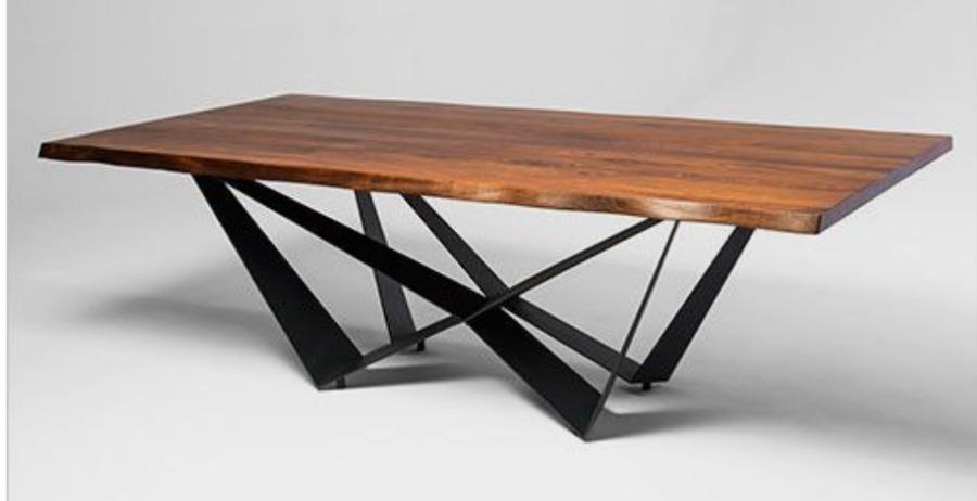 Mesa con estructura metálica
