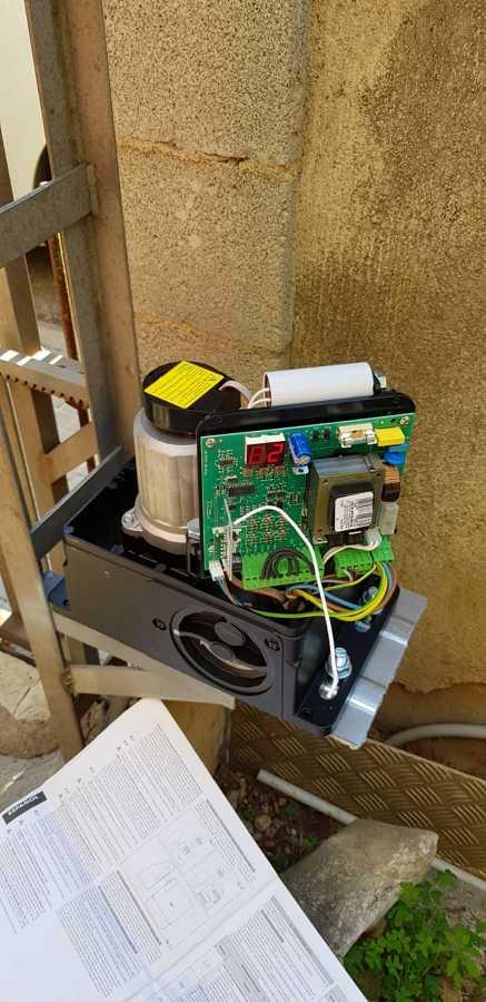 Instalacion, ajuste y programacion de nuevo motor de puerta corredera.