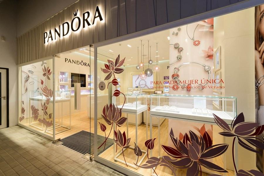 Pandora escaparate tienda