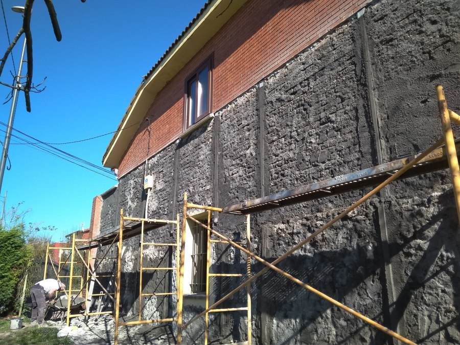 Maestreado de la pared ,dejándola con el azulejo s plomo con el caravista.
