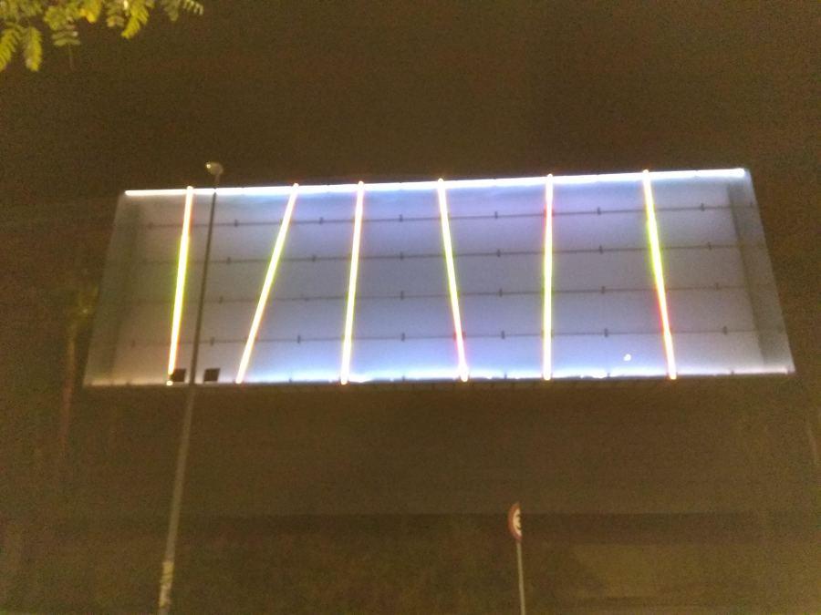 Resultado del alumbrado LED del la fachada del cc metro mar Sevilla 2