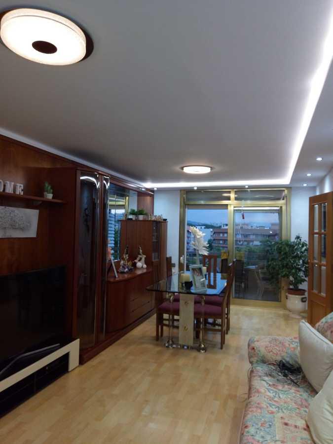 Salón terminado con estilo moderno