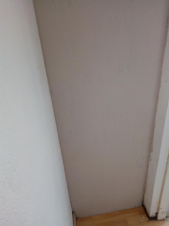 Enlucido de pared con yeso