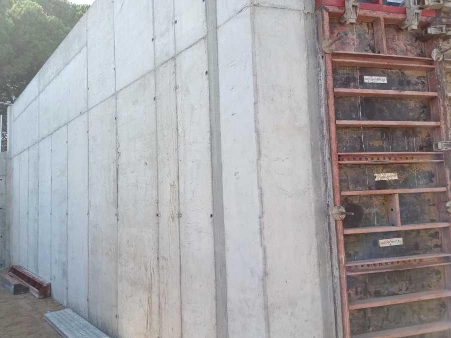 Muro de Hormigon en Terreno Privado