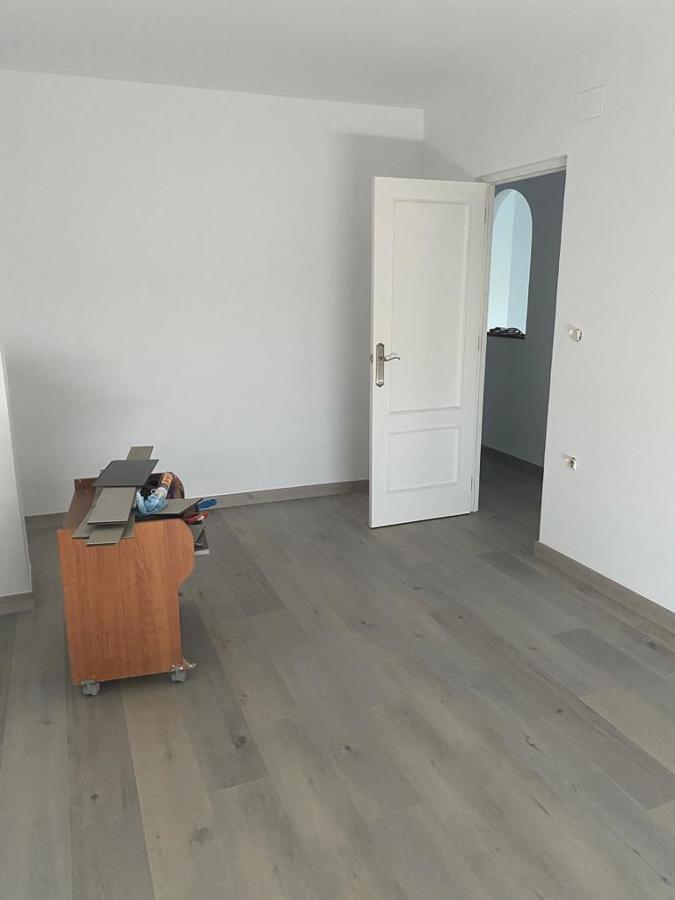 reforma suelo, paredes, techo y puerta