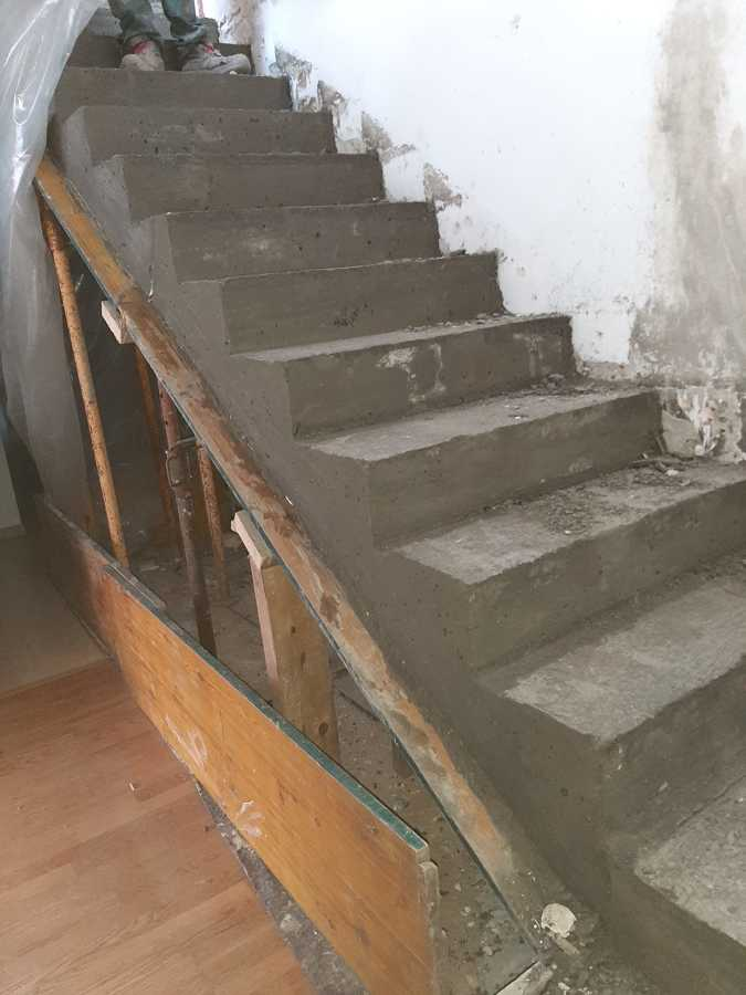 Sustitución y construcción de escalera interior en vivienda