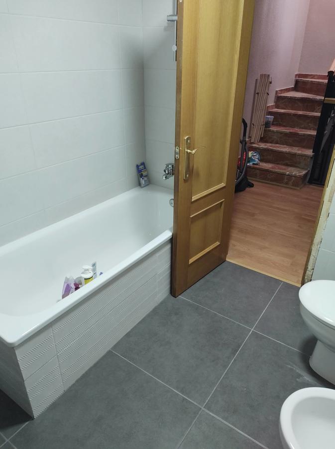 Reforma de baño grande manteniendo la bañera