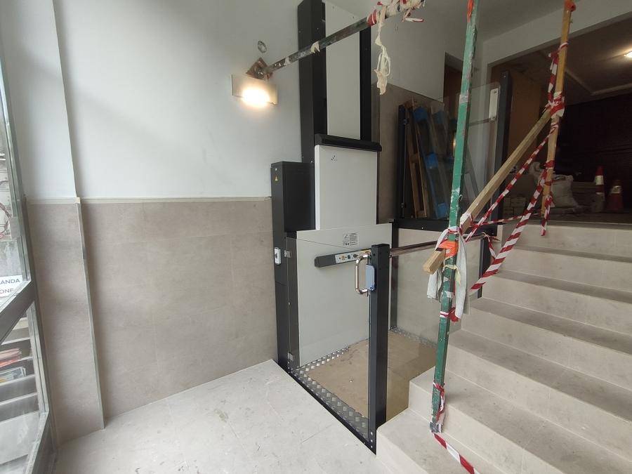 Obra de instalación de plataforma vertical en Juan de Antxeta 14