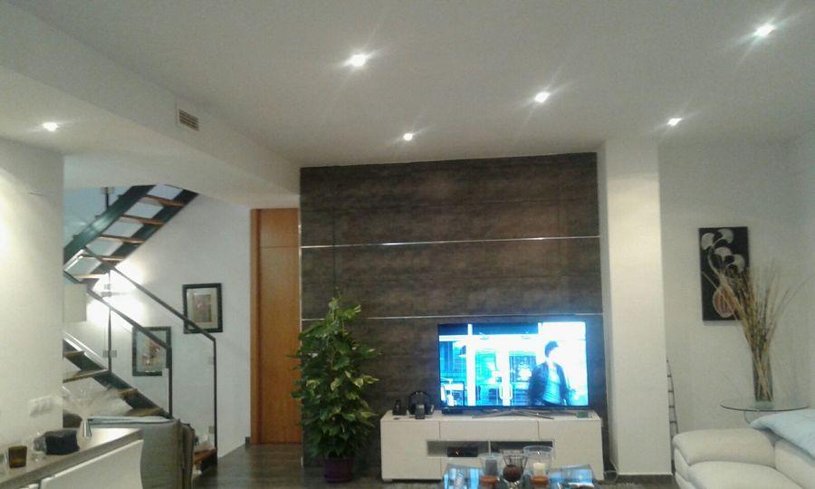 Salón vivienda unifamiliar con iluminación led
