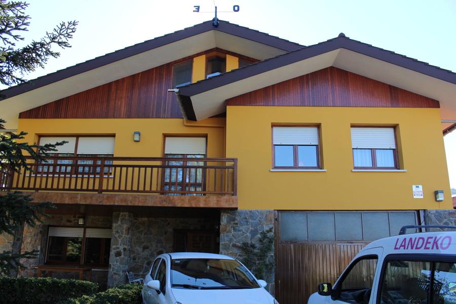 Foto fachada chalet de landeko 1345496 habitissimo for Fachadas chalets clasicos