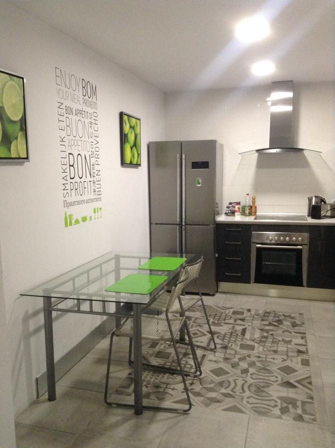Foto cocina reformada con suelo mosaico de albert - Cocinas con mosaico ...