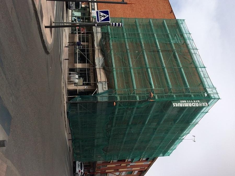 Instalacion de andamiaje para rehabilitacion de fachada