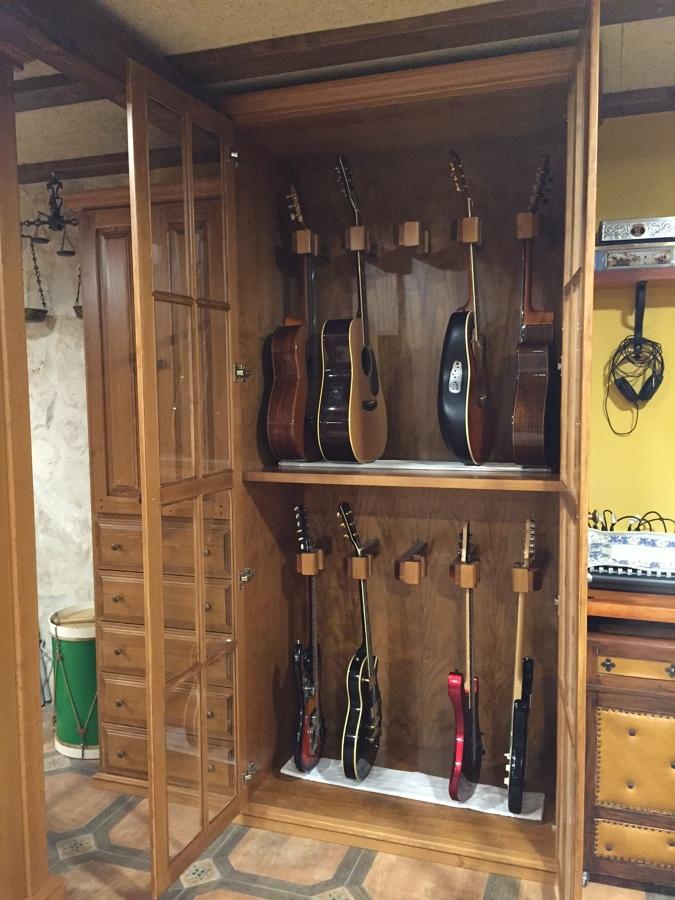 Foto mueble para guitarras de muebles ebanos 1168859 for Mueble guitarras