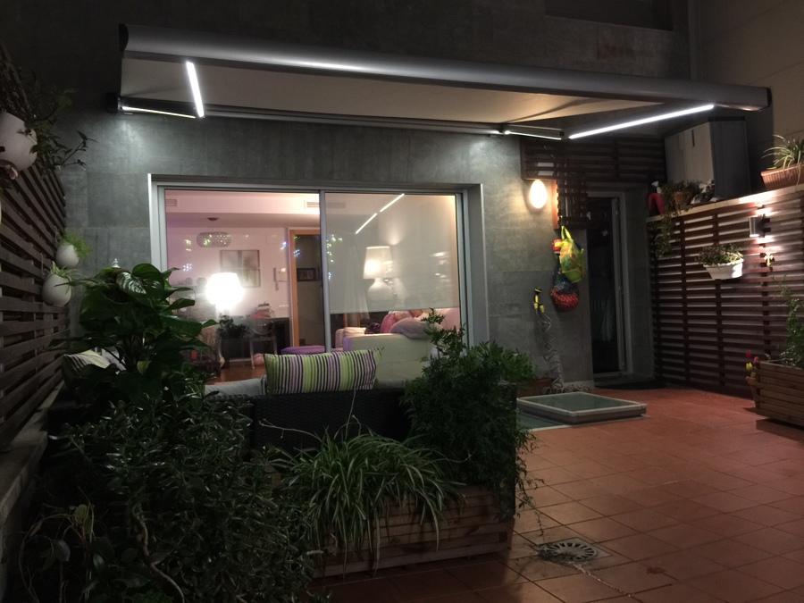 TOLDO COFRE BRAZOS INVISIBLES CON LEDS