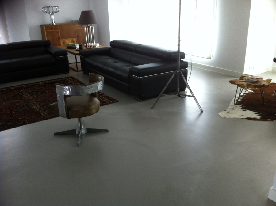 Foto pavimento continuo de microcemento en vivienda de - Pavimento de microcemento ...